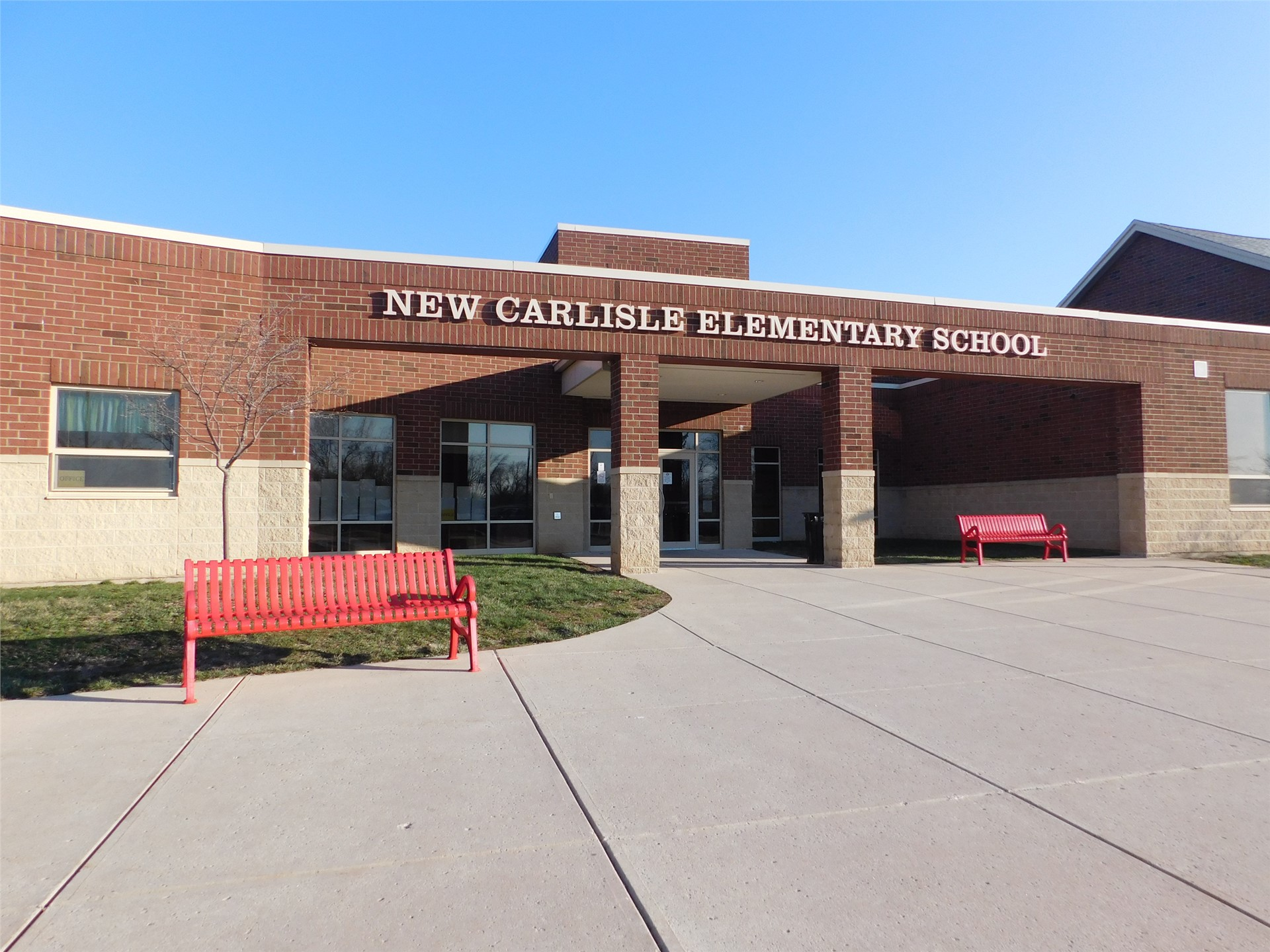 photo of the front of the New Carlisle Elementary School building